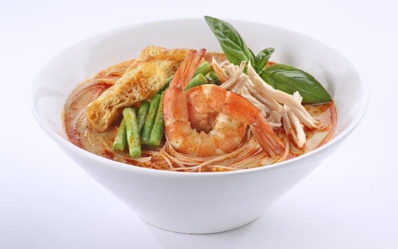 Laksa (Singaporean Style Curry Noodles)